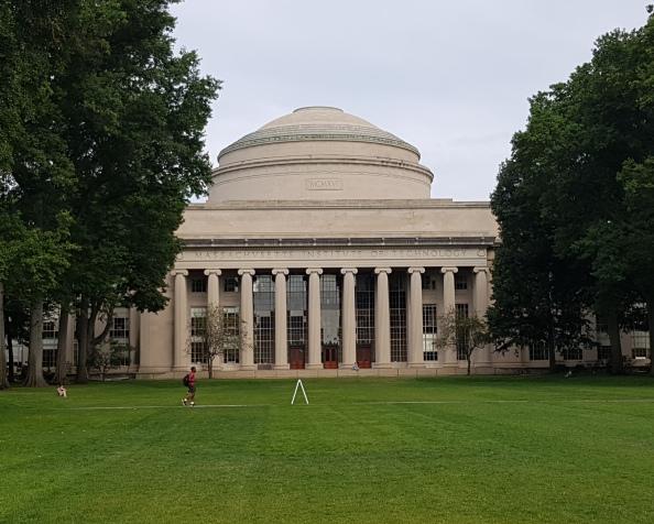 Lyst til å studere her? MTM og MIT Sloan School of Management fornyer og forlengersamarbeidet